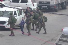لحظة اعتقال جيش الاحتلال لطفل فلسطيني