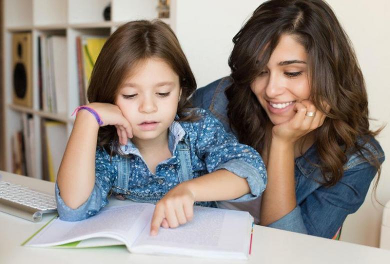أسلوب بدء مذاكرة الدروس مع طفلك