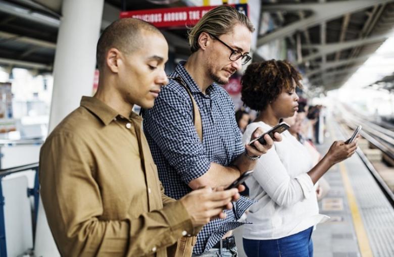 كيف تحمين زوجك من محتالات مواقع التواصل الاجتماعي؟