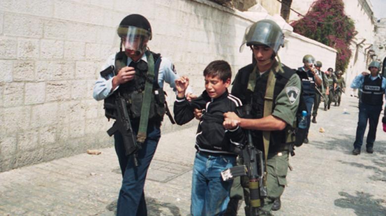 توثيق شهادات أسرى قاصرين تعرضوا للتنكيل خلال اعتقالهم