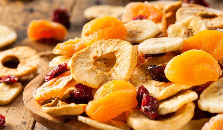 الفواكه المجففة مفيدة لكن تجنب الإفراط في تناولها