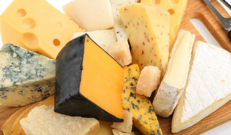 هذه أخطار الإفراط في تناول الجبن