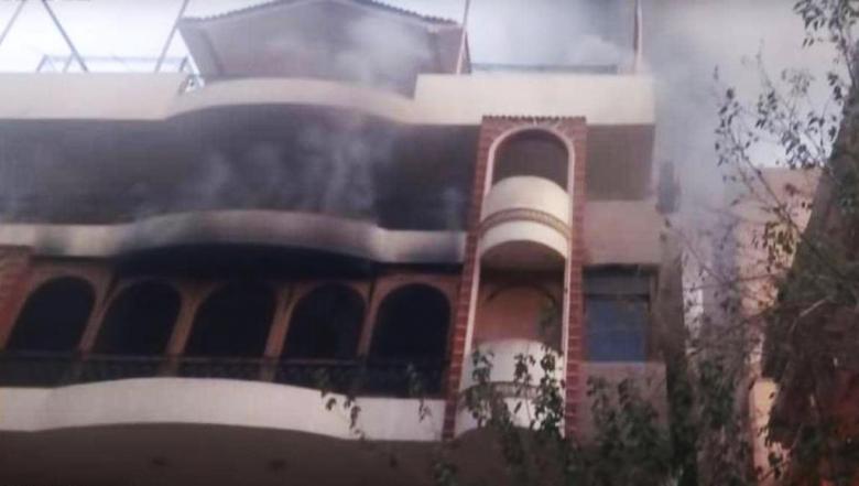 النيران منعته من إنقاذه.. إيهاب توفيق يفقد والده في حريق منزلي