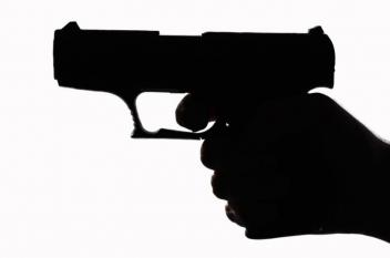 تاجر مصري يقتل ابنه بالرصاص قبل زفافه