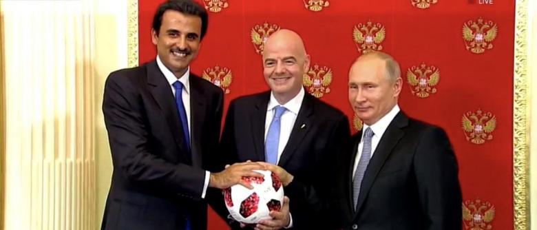 أمير قطر يتسلم شارة تنظيم مونديال 2022