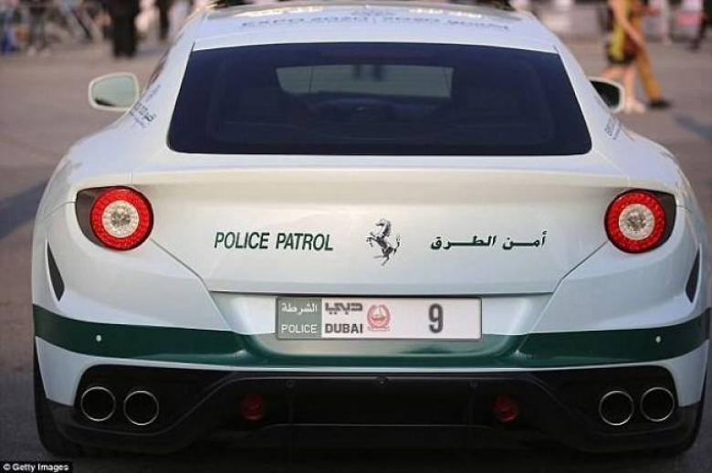 دبي تعتزم طرح لوحات أرقام سيارات رقمية