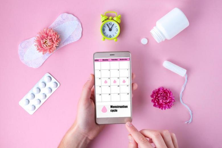 هل من الممكن أن يحدث الحمل دون دورة شهرية؟