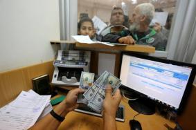 صرف دفعة مالية لموظفي غزة الثلاثاء المقبل