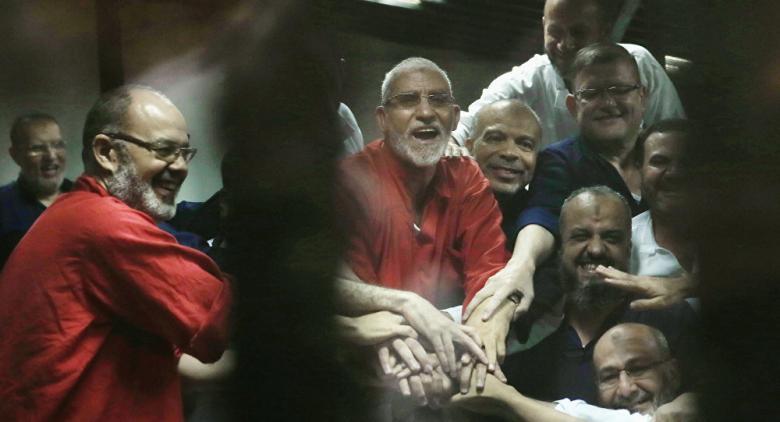 """المؤبد لمرشد الإخوان وقيادات أخرى بتهمة """"التخابر مع حماس"""""""