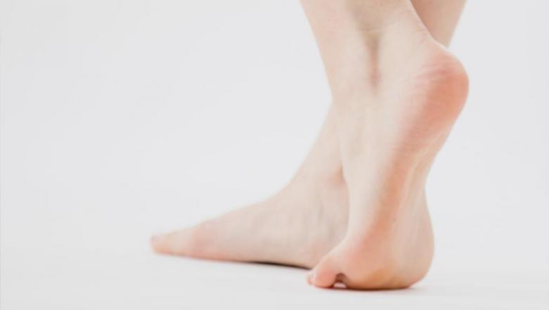 3 نصائح لتخفيف متاعب القدم المسطحة