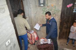 التنمية الاجتماعية توزع مساعدات على أسرٍ فقيرة في قطاع غزة