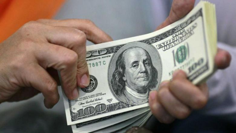 مصر تخفض سعر الدولار الجمركي إلى 16 جنيها