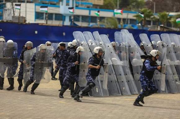 وزارة الداخلية تخرج دورة ضباط بغزة
