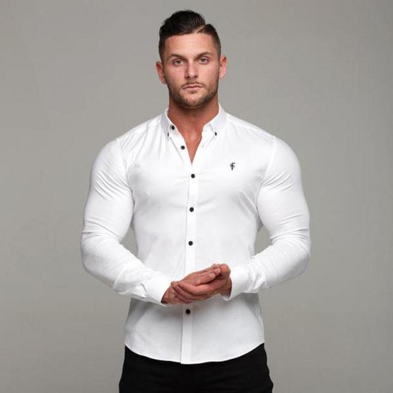 الملابس الضيقة لأصحاب العضلات
