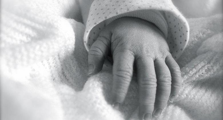 ممرضة تعترف: بدلت 5 آلاف رضيع فور ولادتهم من أجل المرح