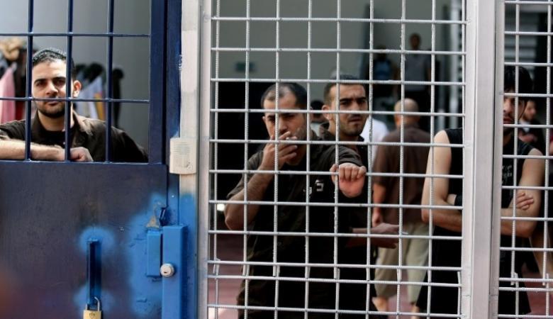 5 أسرى يدخلون أعوامًا جديدة داخل سجون الاحتلال