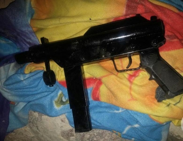اعتقال مواطن من سعير بدعوى حيازة بندقية وذخيرة