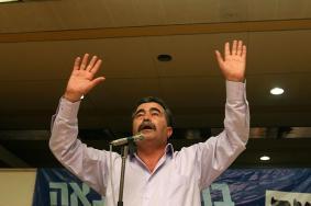 وزير إسرائيلي سابق يدعو للتعاون مع عباس