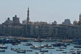"""استنفار لكشف أسباب انتشار """"ديدان مخيفة"""" على شاطئ دولة عربية"""