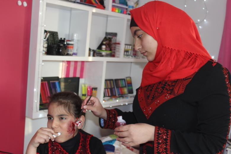 e170341a616b9 رغد أول فنانة مكياج سينمائي في فلسطين - فلسطين الآن