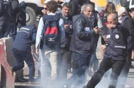 الاحتلال يصيب عددًا من الصحفيين على حاجز قلنديا