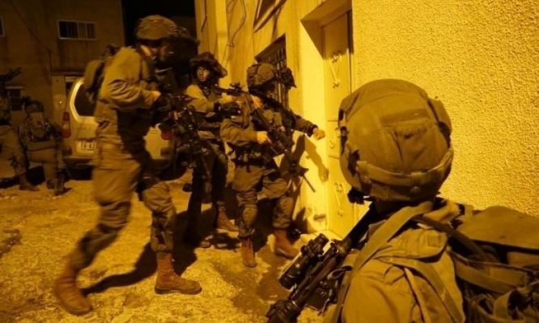 حملة اعتقالات ومداهمات في مدن الضفة المحتلة