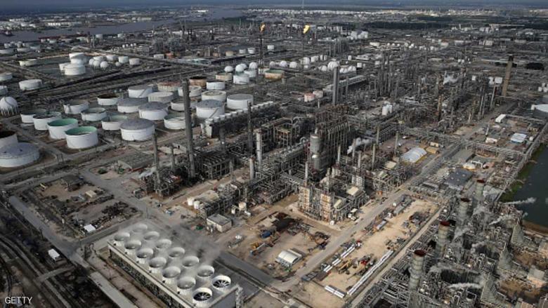 النفط يهبط متأثرا بزيادة مخزونات الوقود الأمريكية