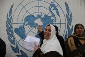 سجال ميداني إعلامي بين وكالة الغوث واللاجئين