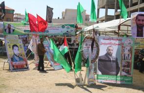 قيادة حماس ونواب التشريعي يؤمّون خيمة عزاء الشهيد