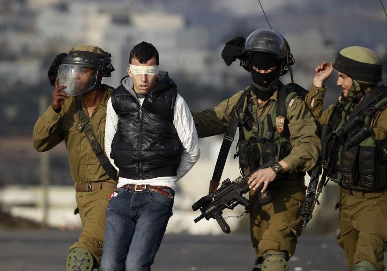 الاحتلال يعتقل شابين من مخيم شعفاط وسط القدس