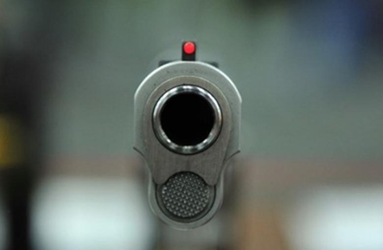 صدمة.. مسدس حقيقي بمسرحية مدرسية يوقع إصابات