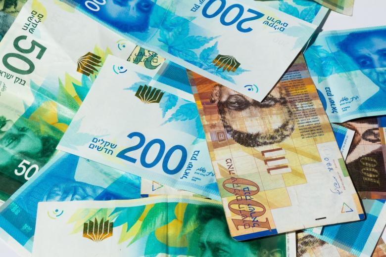 أسعار صرف العملات صباح اليوم مقابل الشيقل