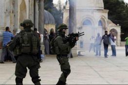 قوات الاحتلال تقتحم الأقصى وتطرد المعتكفين منه