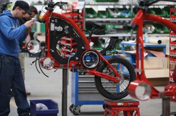 ألماني يسعى لتحطيم رقم قياسي بصنع دراجة عملاقة