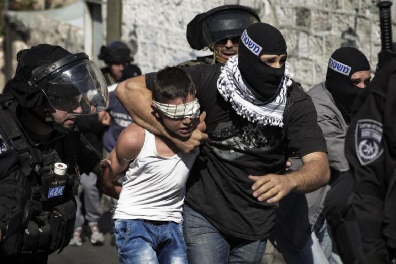 الاحتلال يعتقل طفلا من زيتا شمال طولكرم