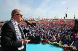 """أردوغان ينشر قصته من """"بائع سميت"""" إلى رئيس"""