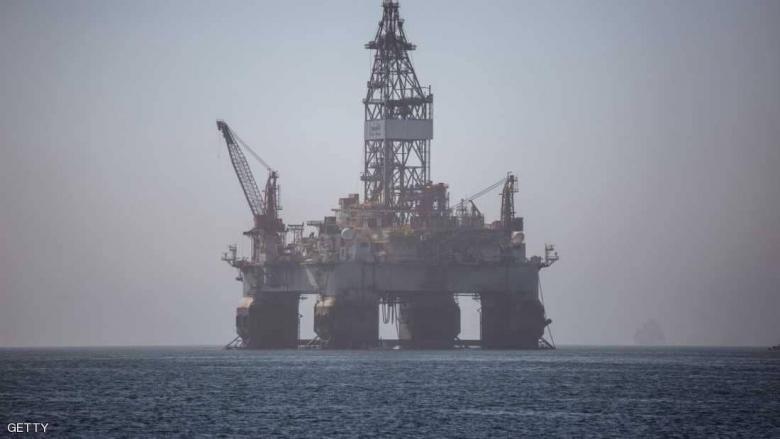 النفط يرتفع مع هبوط مؤشر الدولار إلى أدنى مستوى