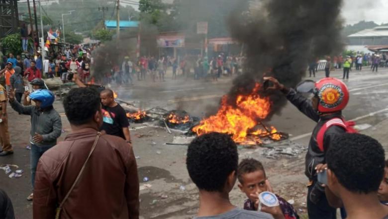 مظاهرات وشغب بشرق إندونيسيا والحكومة تسعى لاحتواء التوتر المناطقي