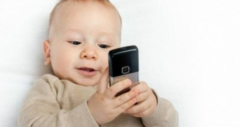 لا تسلّوا أطفالكم بهواتفكم! Cfbc971fe7237b074e155854fbc82e60