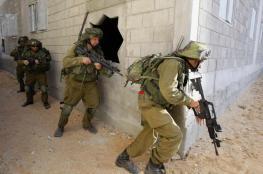 قوات الاحتلال تقتحم منازل وتفتشها جنوبي جنين