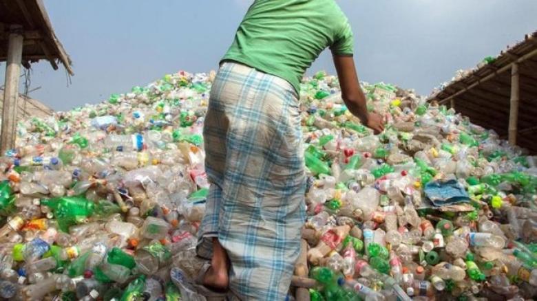 ما هي التكلفة الحقيقية للتخلص من نفايات البلاستيك في العالم؟