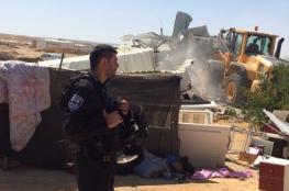 الاحتلال يهدم مغسلة سيارات وبركسين غرب سلفيت