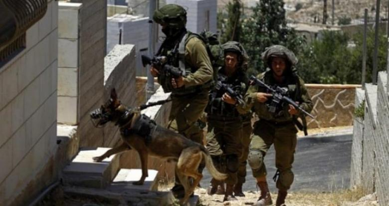 اعتقال شاب وإصابة 3 آخرين خلال اقتحام مخيم الأمعري برام الله