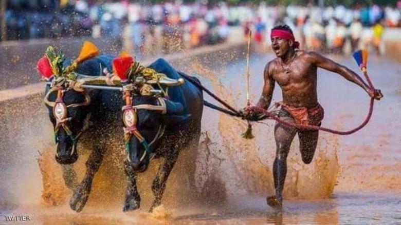 """""""السباق الغريب"""".. عامل هندي يكسر رقم بولت في 100 متر"""