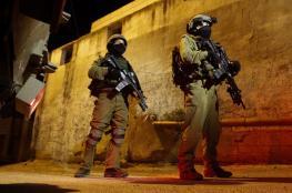 حملة اعتقالات ومداهمات بالضفة الغربية المحتلة