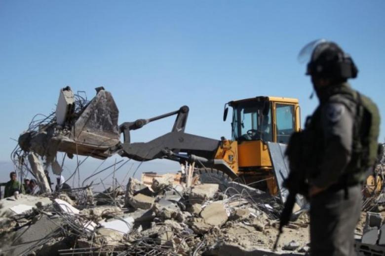الاحتلال يهدم مساكن وبركسات وحظائر أغنام بالأغوار