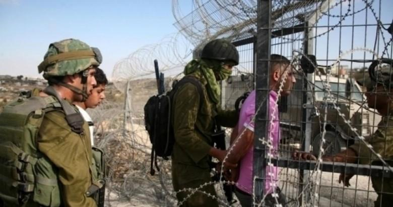 الاحتلال يعتقل فلسطيني تجاوز الحدود
