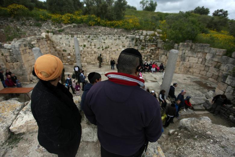 الاحتلال يقتحم سبسطية ويهدد بإزالة مواد أولية تستخدم في مشروع سياحي