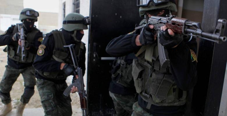 أجهزة الضفة تعتقل قيادياً بحماس وتستدعي محرراً