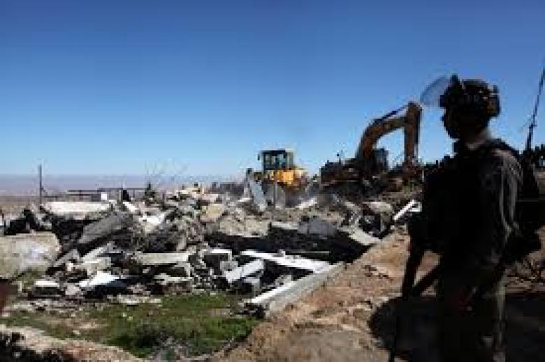 إخطارات بوقف البناء في بلدة إذنا غرب الخليل